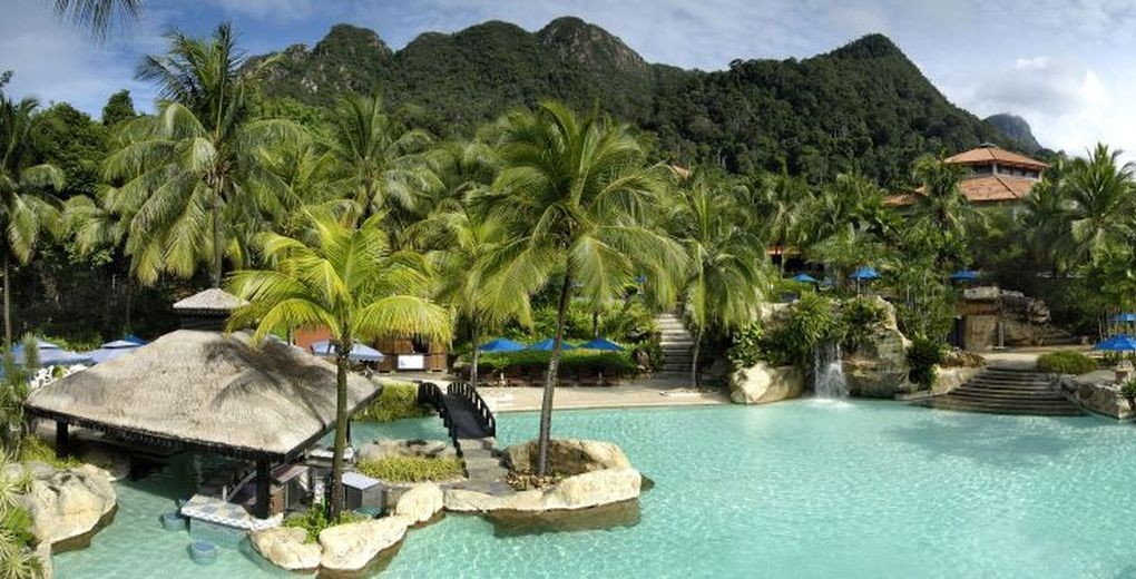 01_BerjayaLangkawi_Recreation_Swimming_Pool_Rainforest_View