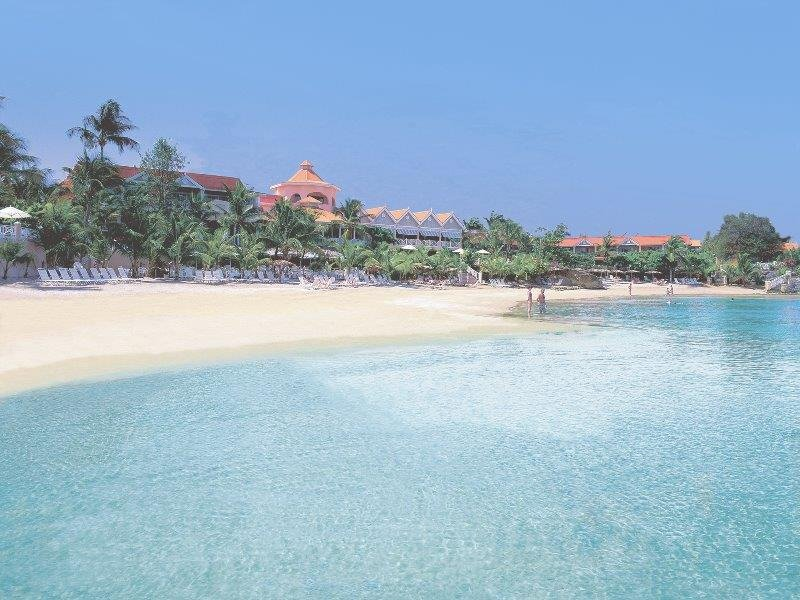 Vola al sole di Tobago, al Coco Reef Resort & Spa!